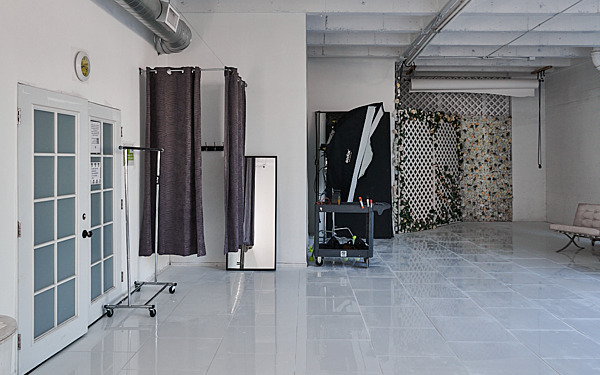 Hill 1 - Natural Light Stage with High-Gloss White Floors