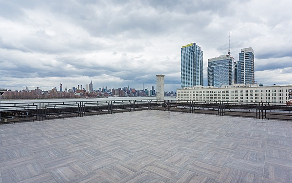 Modern Williamsburg Rooftop, Manhattan Skyline Views