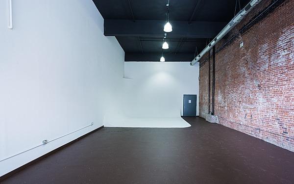 DUMBO CYC Studio 20 ft Ceilings!