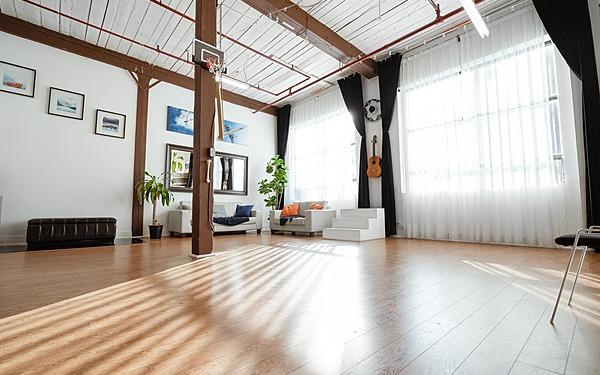 THAT Toronto Studio | Daylight & Pro Light Studio