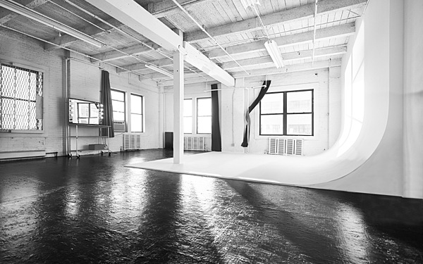 Studio 4 - Bright daylight Cyc studio