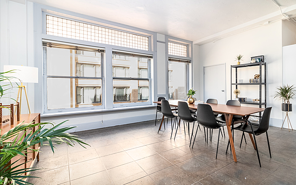 Large Downtown Loft With 3 Rooms